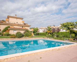 Alquiler apartamentos l escala 1093 1557159160824 for Alquiler casa piscina cadiz